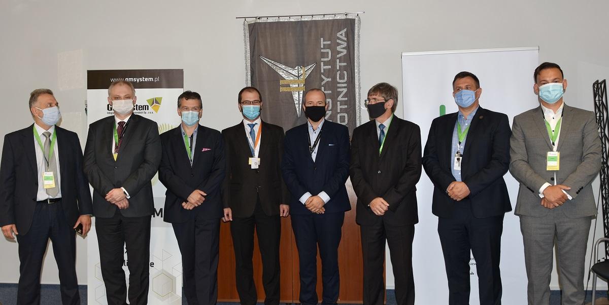 Sieć Badawcza Łukasiewicz Instytut Lotnictwa, GM System, Siemens