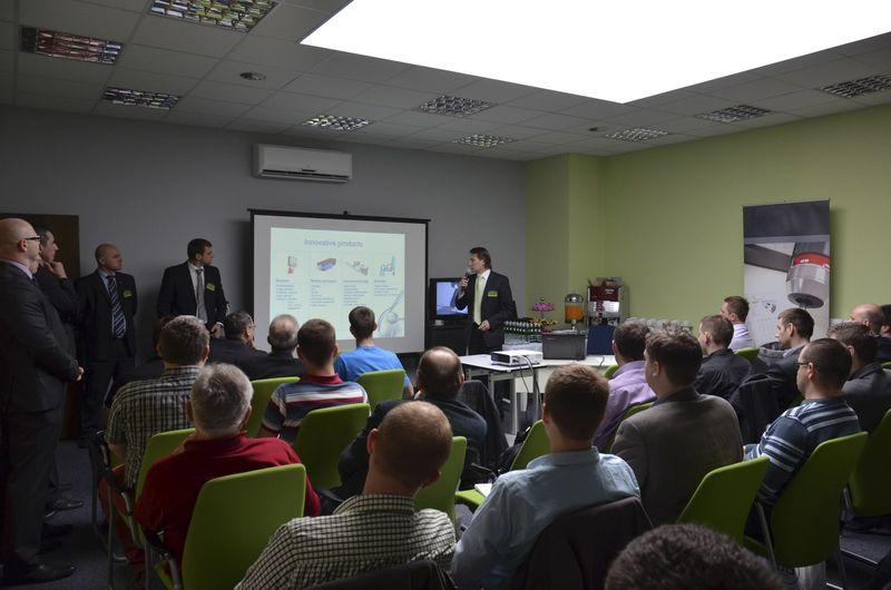 Przemysław Degórski prezentuje ofertę firmy WObit