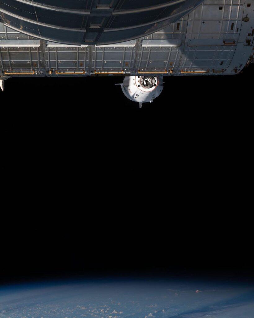dragon dokuje na ISS